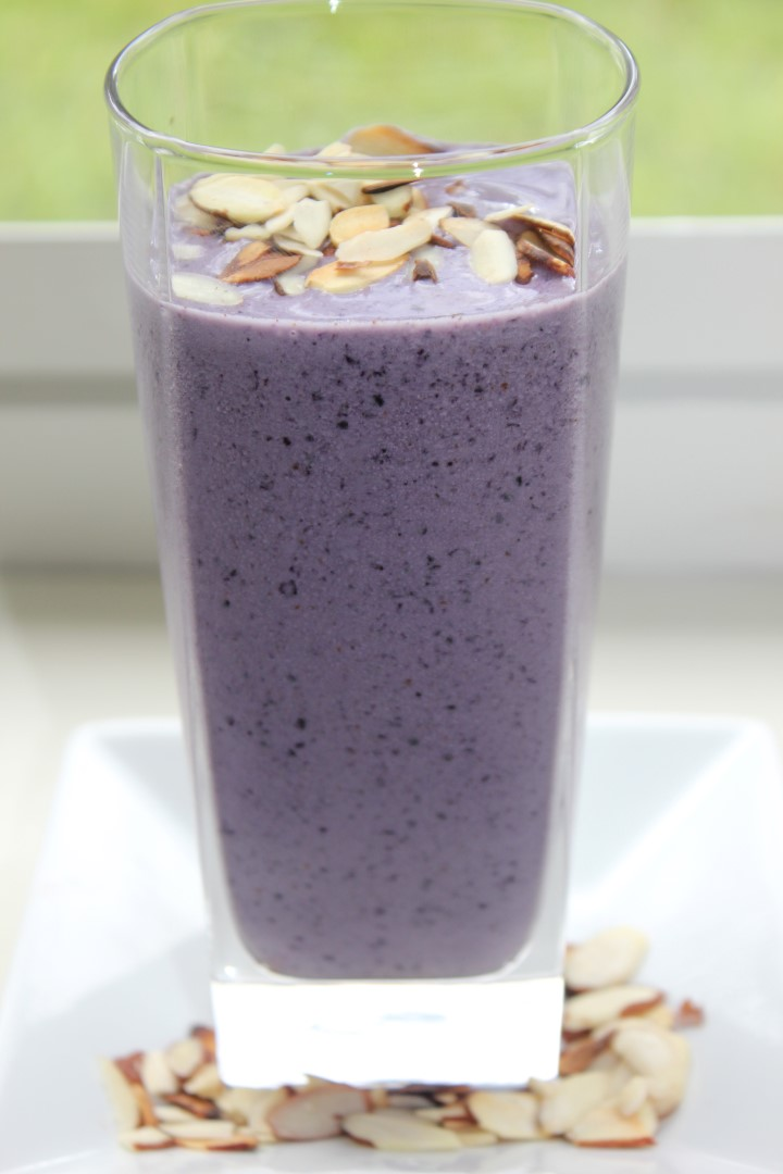 Blueberry_almond_smoothie_detox_lenasblackbook